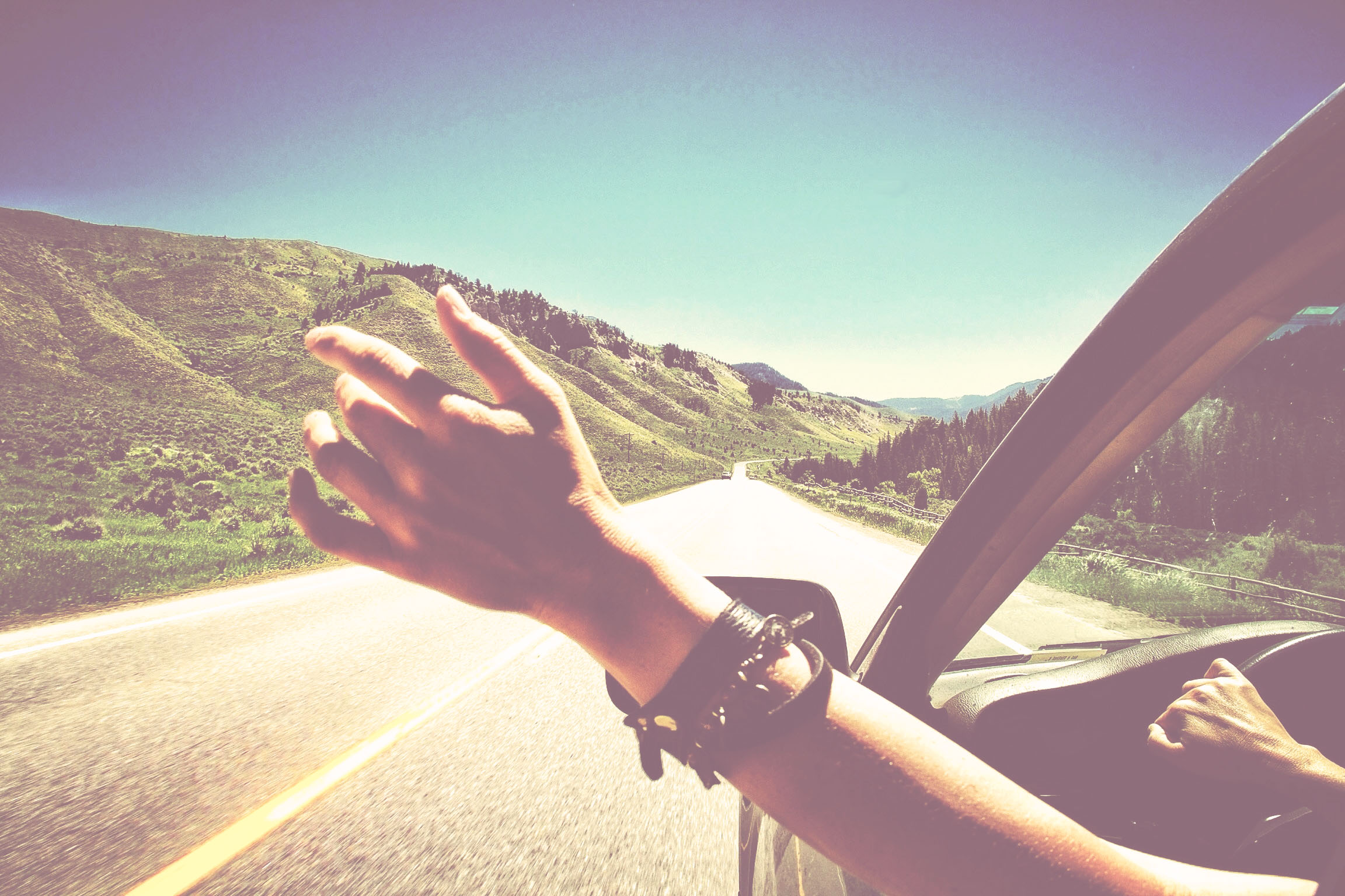 main voiture liberte